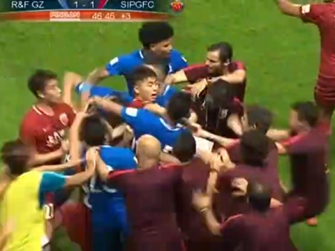 Former Chelsea star Oscar sparks incredible mass brawl in the Chinese Super League