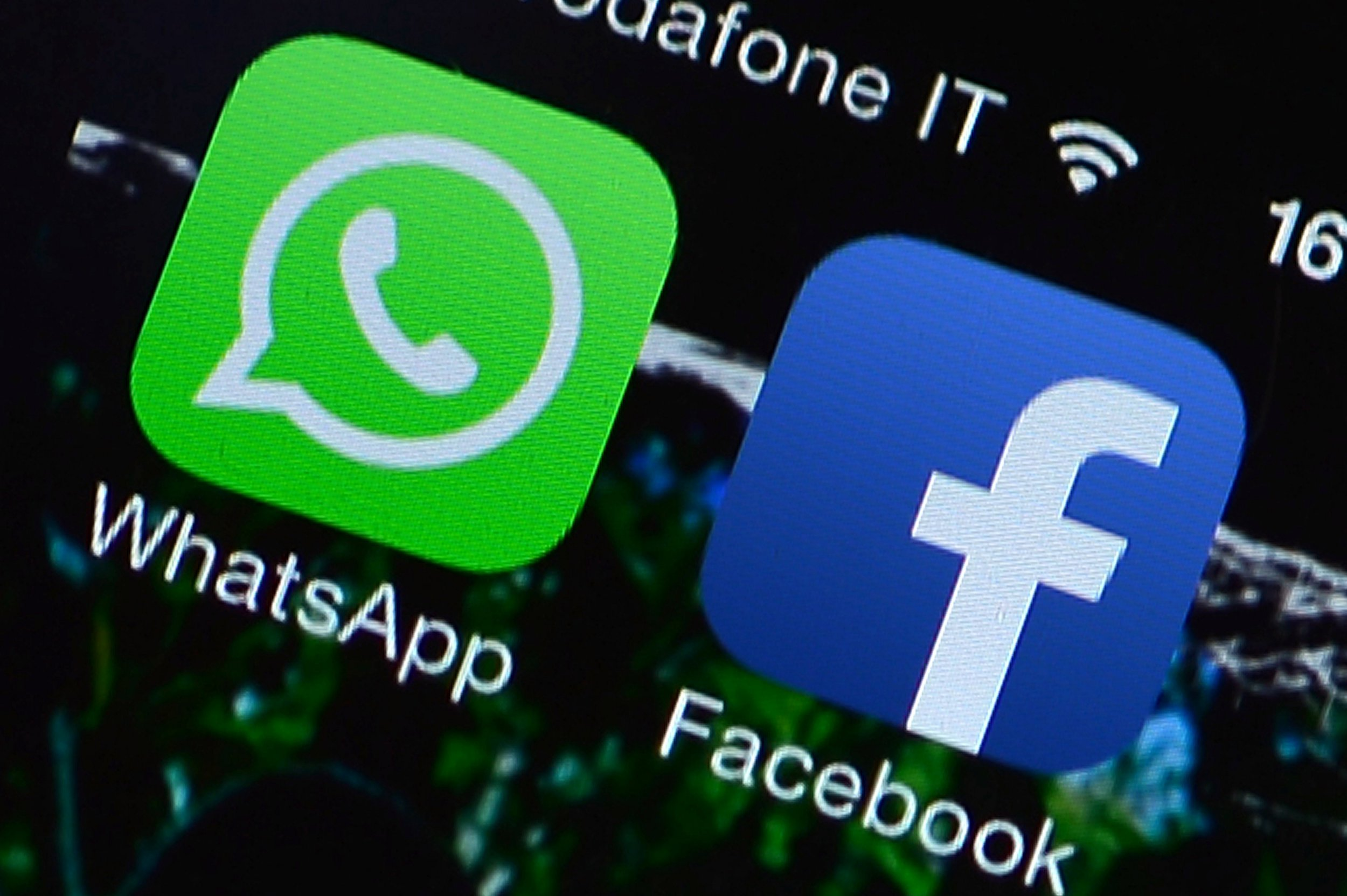 WhatsApp founder who sold out to Zuck for $19,000,000,000 wants to you to 'delete Facebook'
