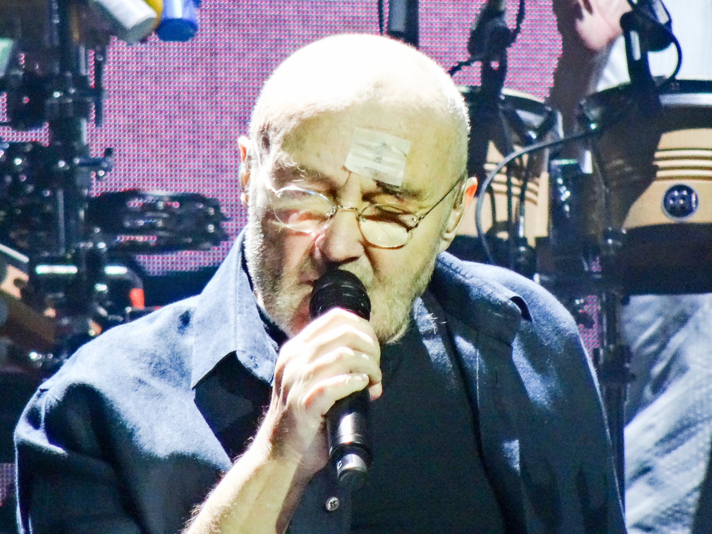 Phil Collins resumes gigs after nasty fall that left him needing stitches