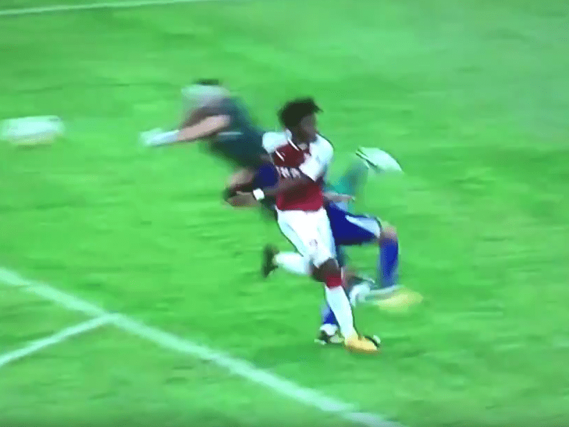 Arsenal's David Opsina takes out Pedro, forcing Chelsea star off with injury