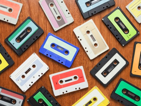 Dad films kids hilariously trying to figure out how a cassette works