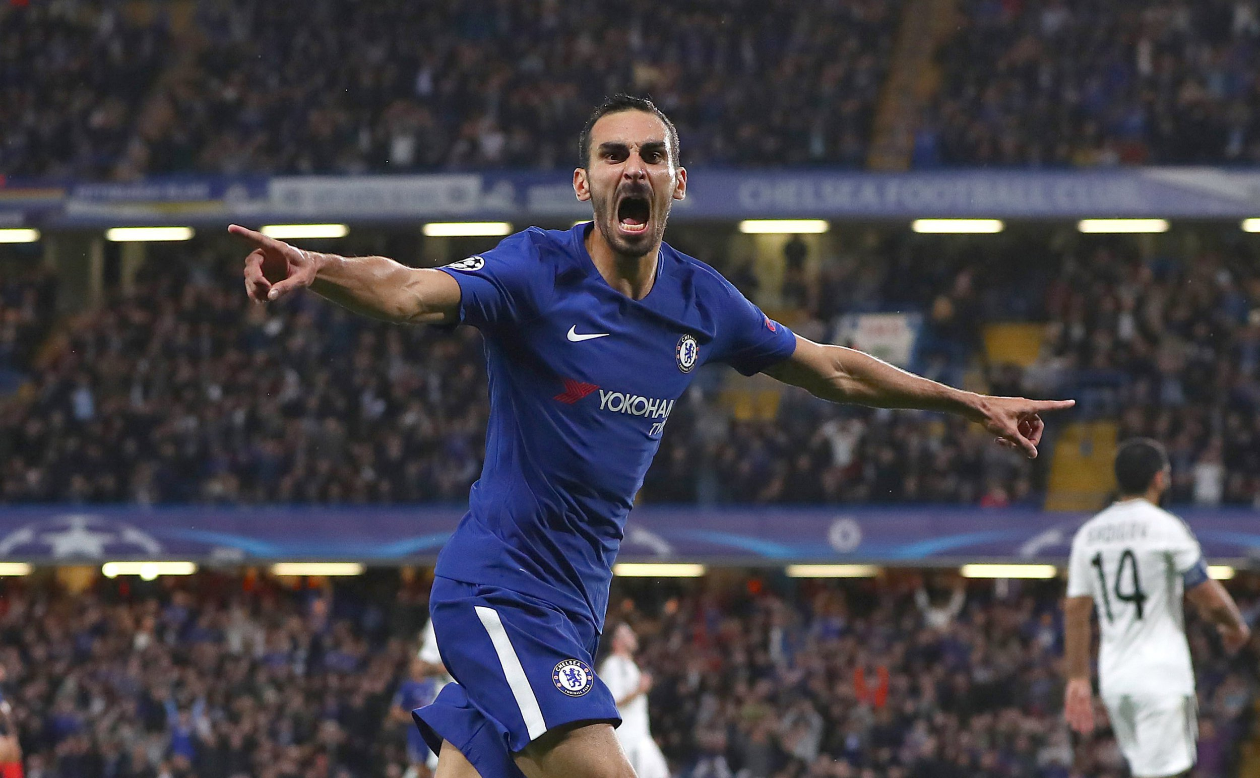 Victor Moses mocked by Chelsea teammates on bench after Davide Zappacosta's goal