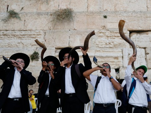 What time does Yom Kippur start and end and why is the fast from sundown?
