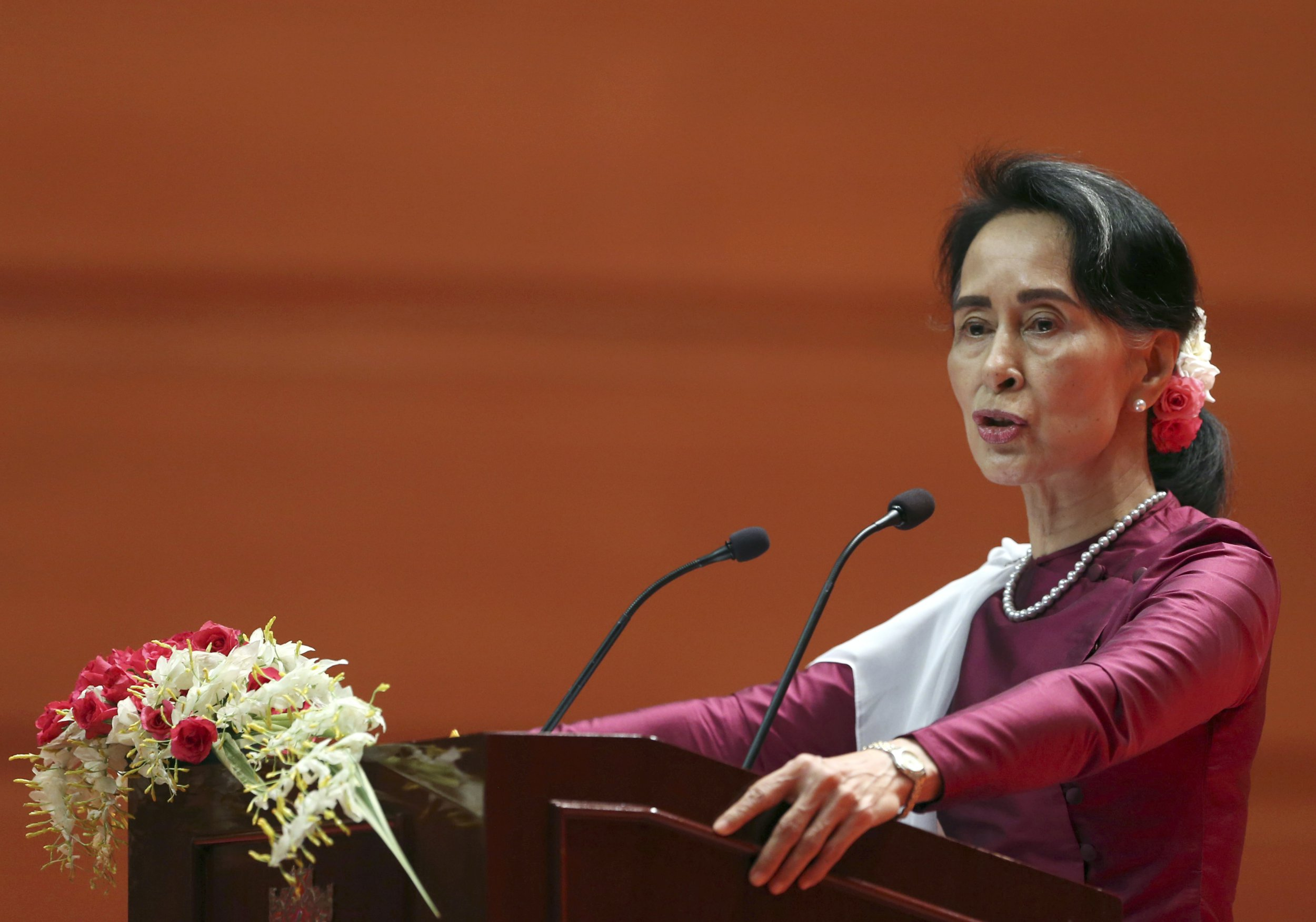 Aun San Suu Kyi 'buries her head in the sand' over Rohingya massacre