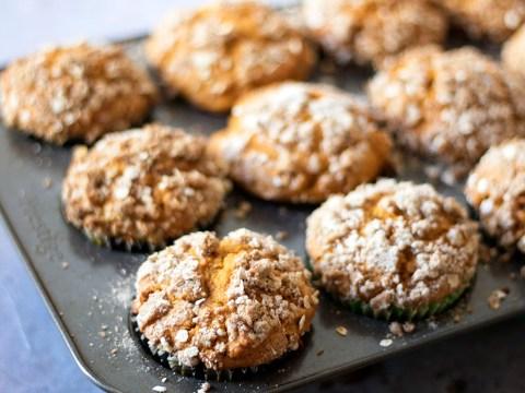 Vegan recipe: pumpkin streusel muffins