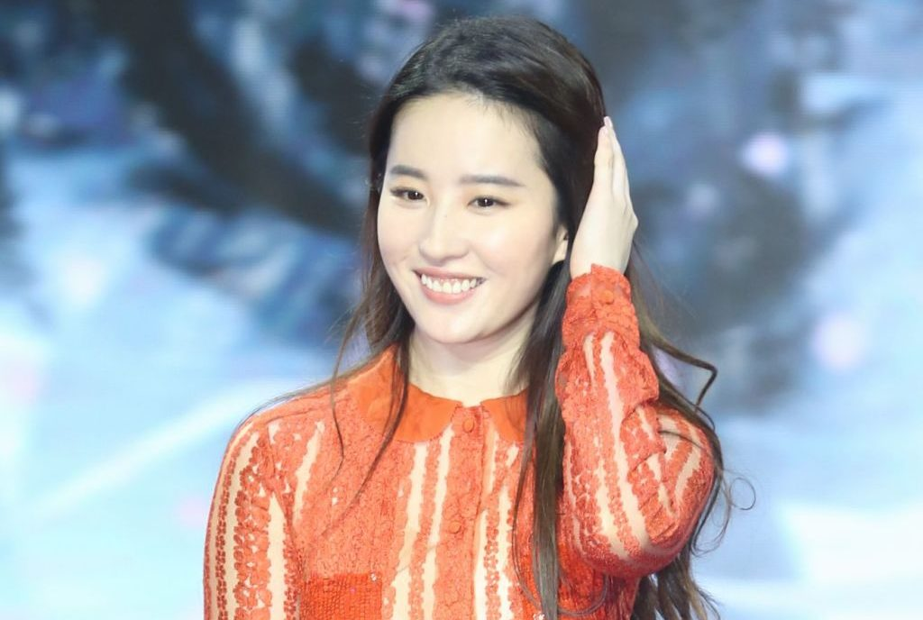 Disney Casts Liu Yifei In Mulan Live Action Who Is She Net Worth