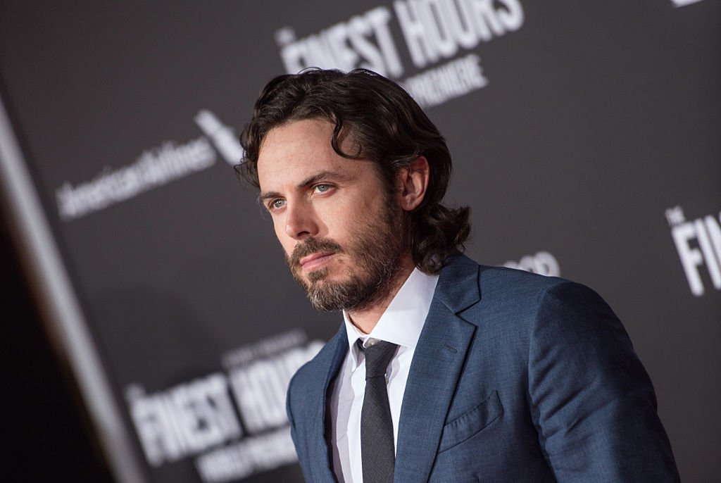 Casey Affleck withdraws from presenting best actress award at 2018 Oscars