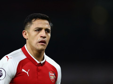 Chelsea make late bid to hijack Manchester United's Alexis Sanchez transfer