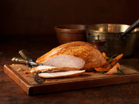 What size turkey should you buy for Christmas dinner and what temperature should you cook it on?