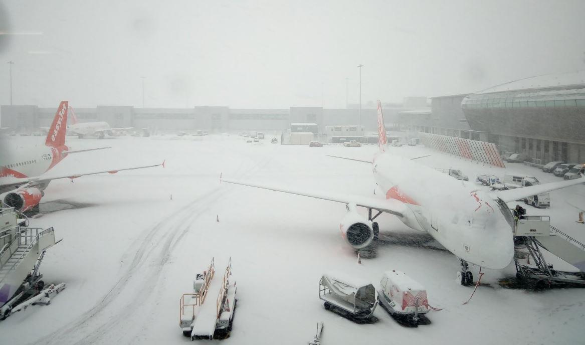 Flights still not landing at Luton Airport as heavy snow hits runway