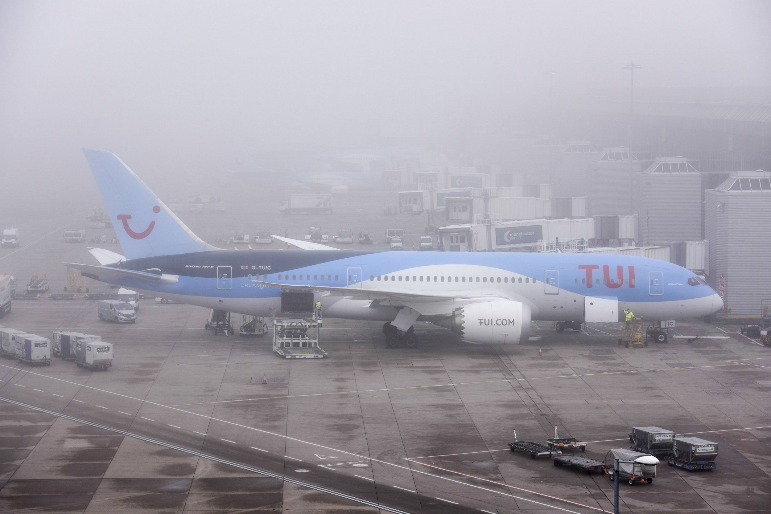 Flights cancelled at Manchester Airport as thick fog closes runway