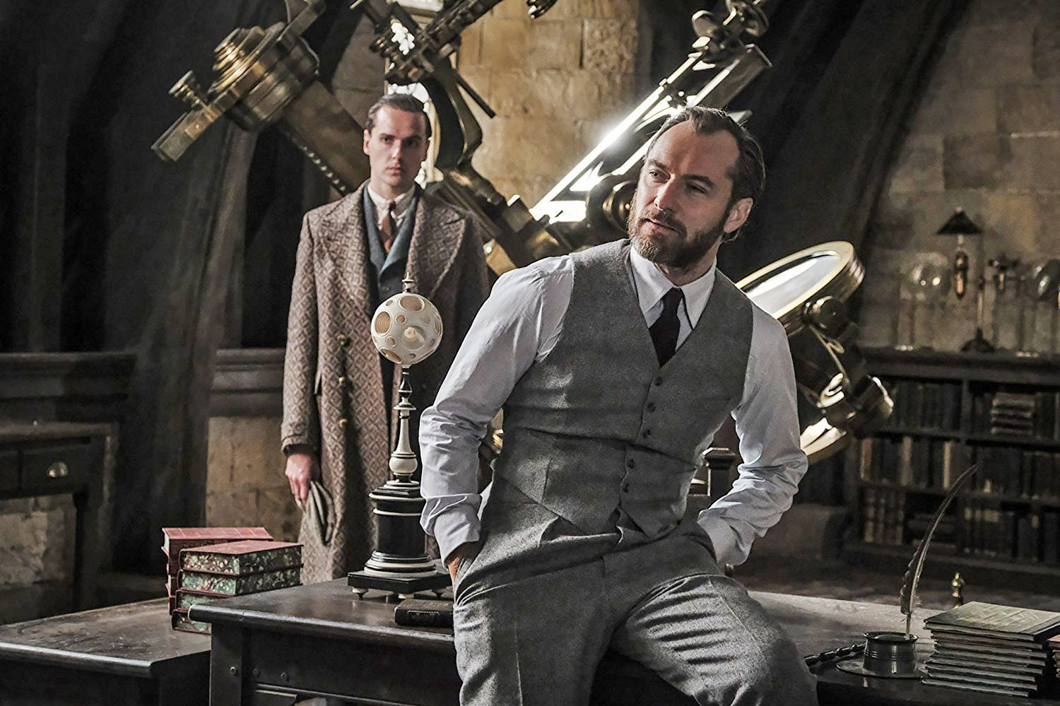 New pictures of Jude Law's young Dumbledore in Fantastic Beasts: The Crimes Of Grindelwald