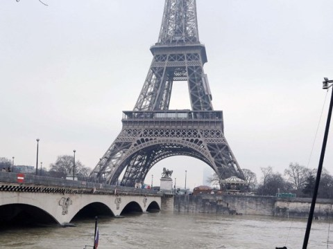 Floods in Paris to hit peak overnight with River Seine reaching 20ft