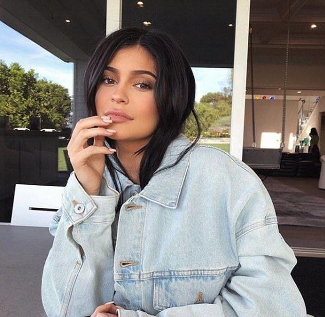 No, Kylie Jenner isn't holding a 'newborn'