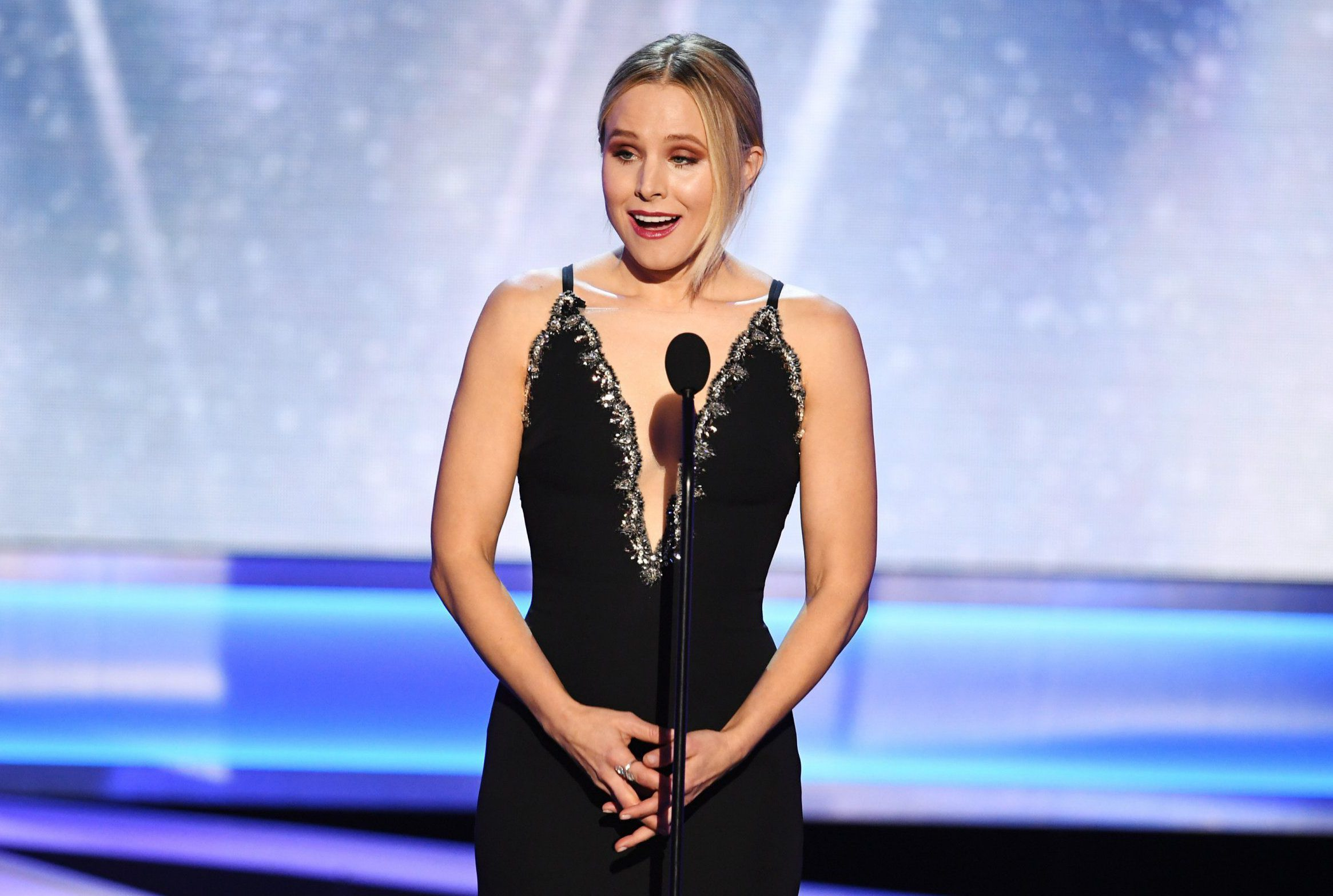 Kristen Bell throws shade at Melania Trump in her SAG Awards opening dialogue