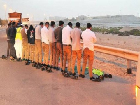 Muslim drivers randomly stopping in road to pray face fines