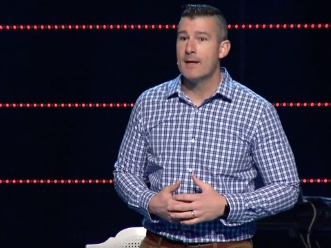 Pastor admits forcing minor into oral sex, gets standing ovation at church service
