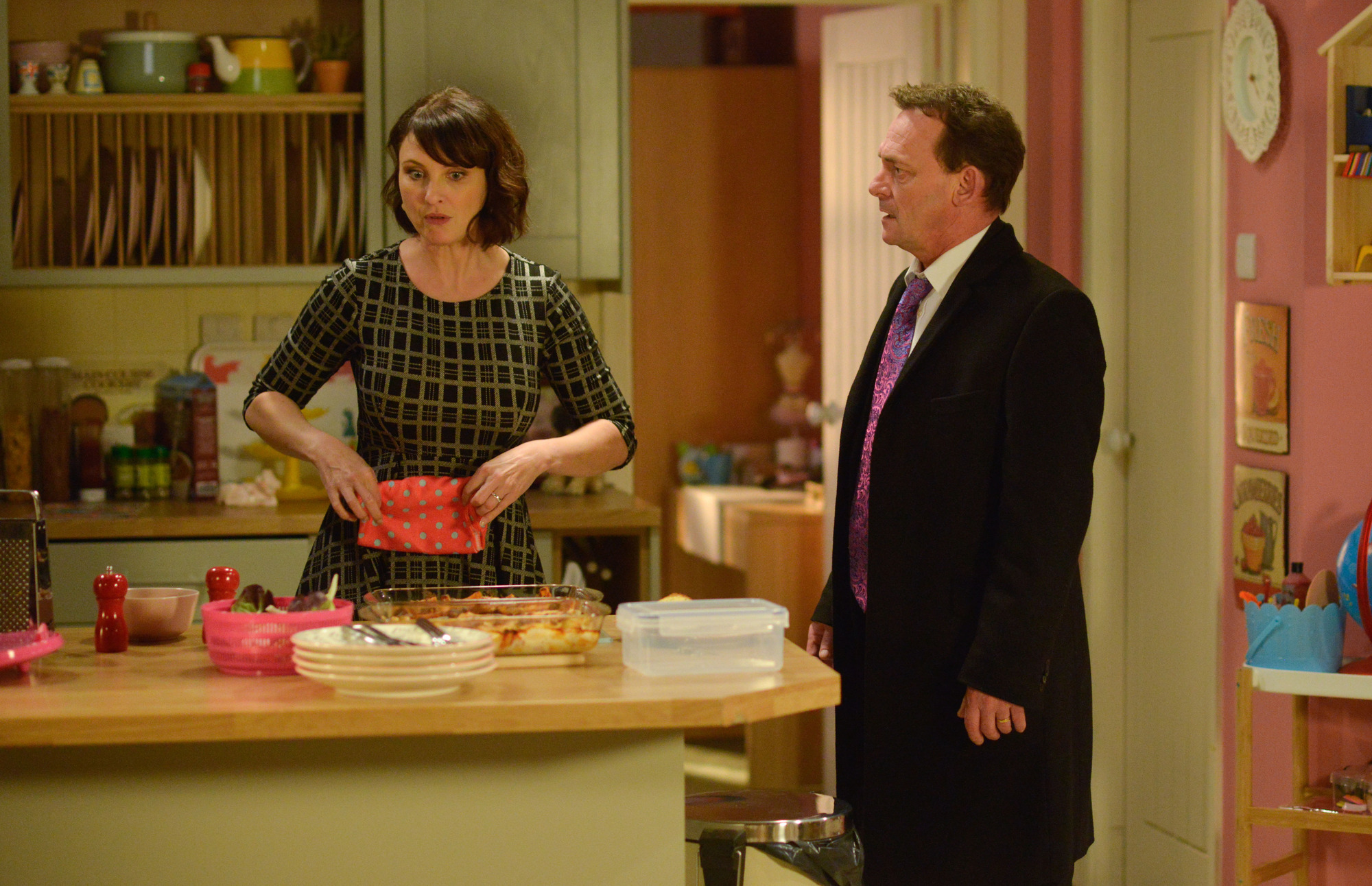 Billy tries to get Honey to forgive him in EastEnders