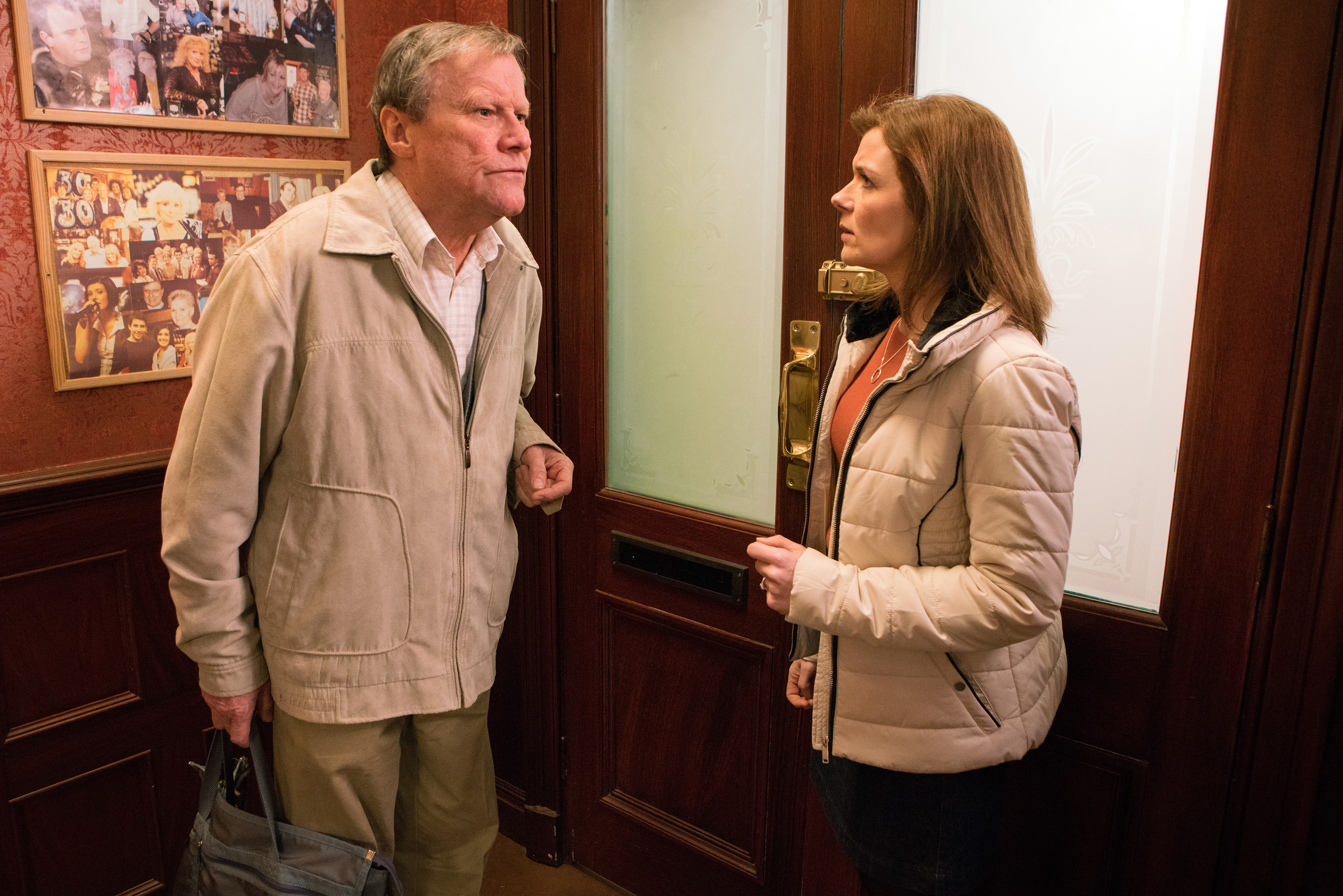 Roy has bad news for Leanne in Coronation Street