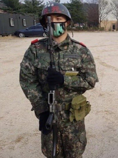 METRO GRAB - taken from website without permission Legalled and decision to run low risk K-pop military feature https://www.soompi.com/2018/03/20/bigbangs-taeyang-shines-new-military-photos/ No credit