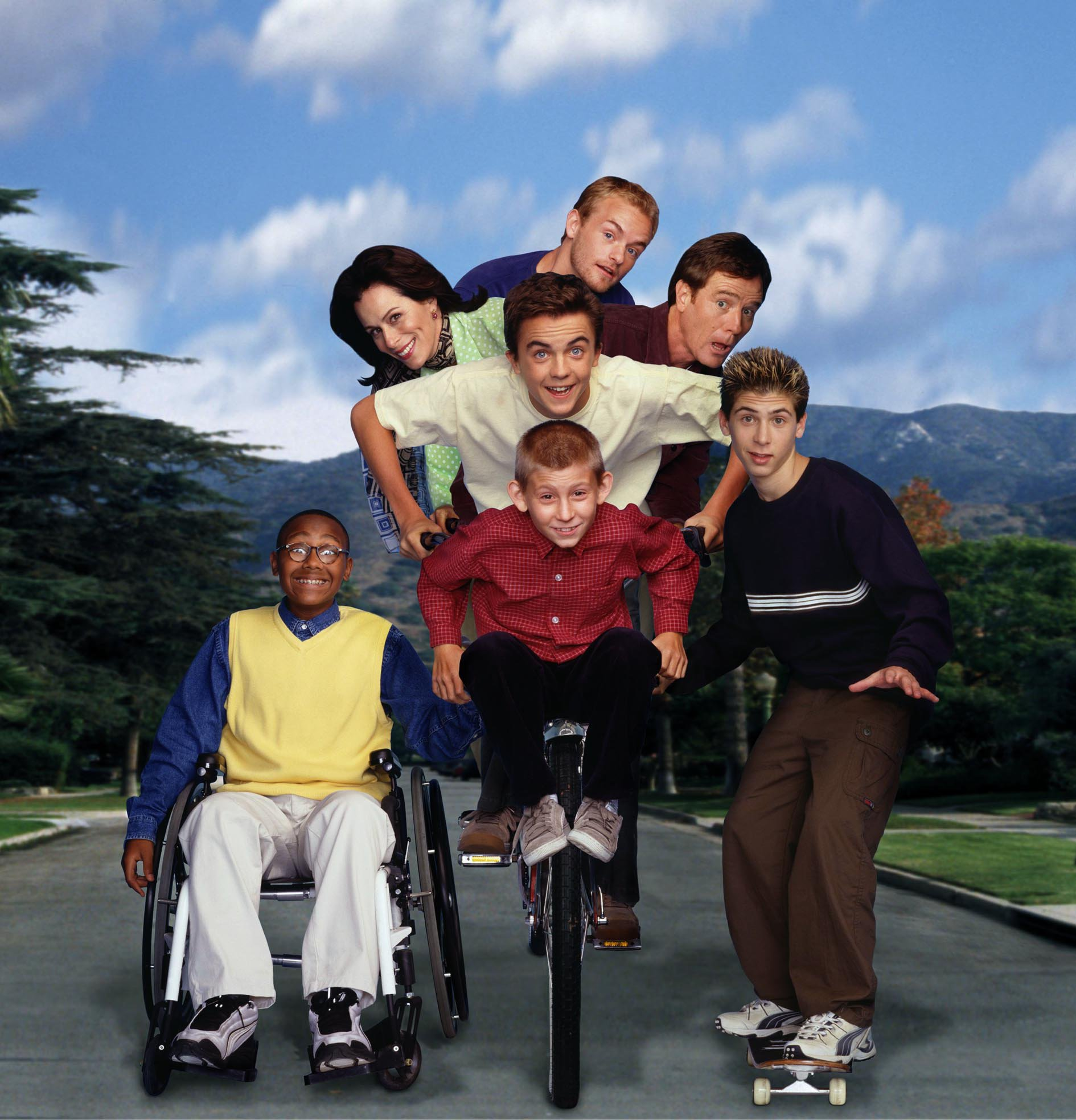 "Television programme ""Malcom In The Middle"" Year 3 Clockwise from Top:Christopher Kennedy Masterson as Francis, Bryan Cranston as Hal, Justin Berfield as Reese, Erik Per Sullivan as Dewey, Craig Lamar Traylor as Stevie, Jane Kaczmarek as Lois and Frankie Muniz as Malcolm Fox TV. All rights reserved. for Sky One publicity only"