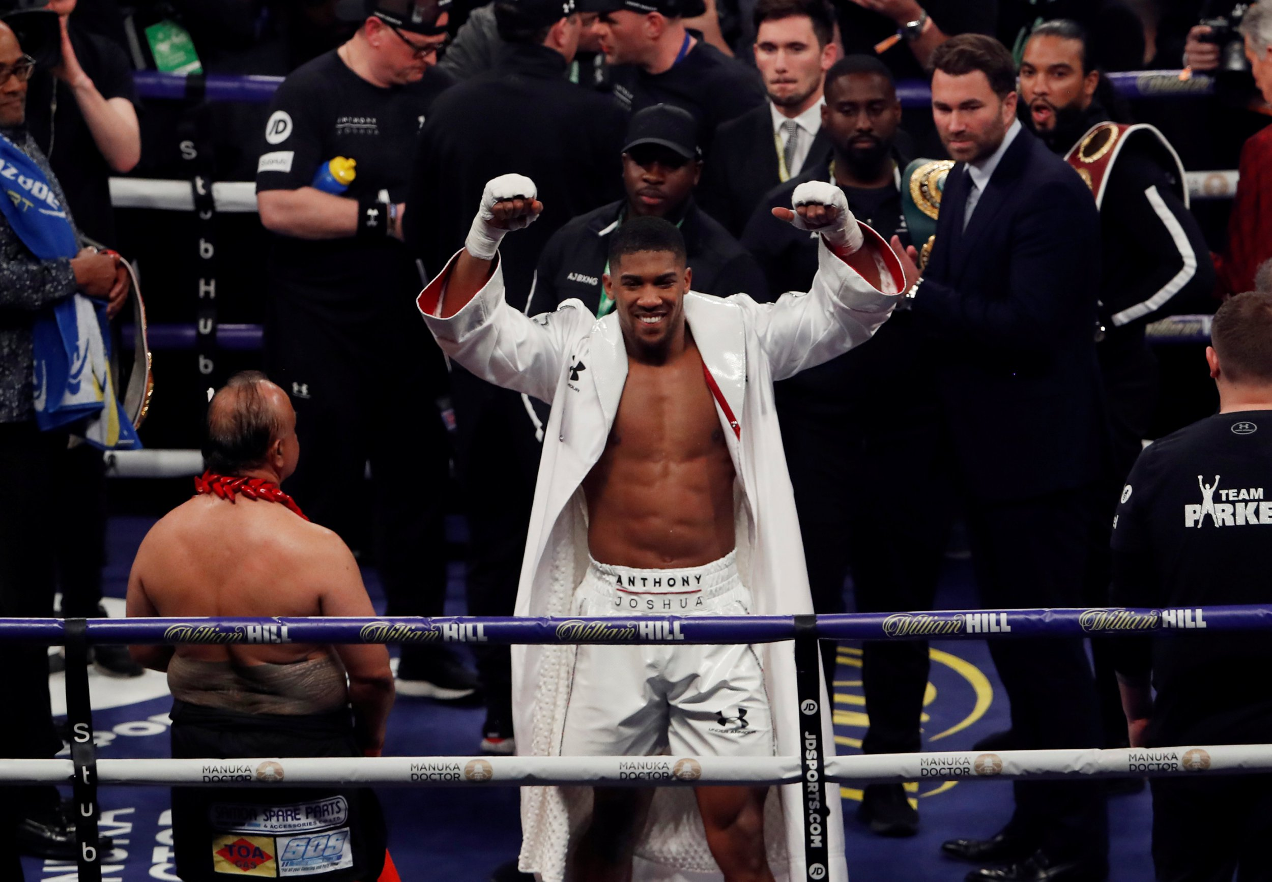 Boxing - Anthony Joshua vs Joseph Parker - World Heavyweight Title Unification Fight - Principality Stadium, Cardiff, Britain - March 31, 2018 Anthony Joshua celebrates after winning the fight Action Images via Reuters/Lee Smith