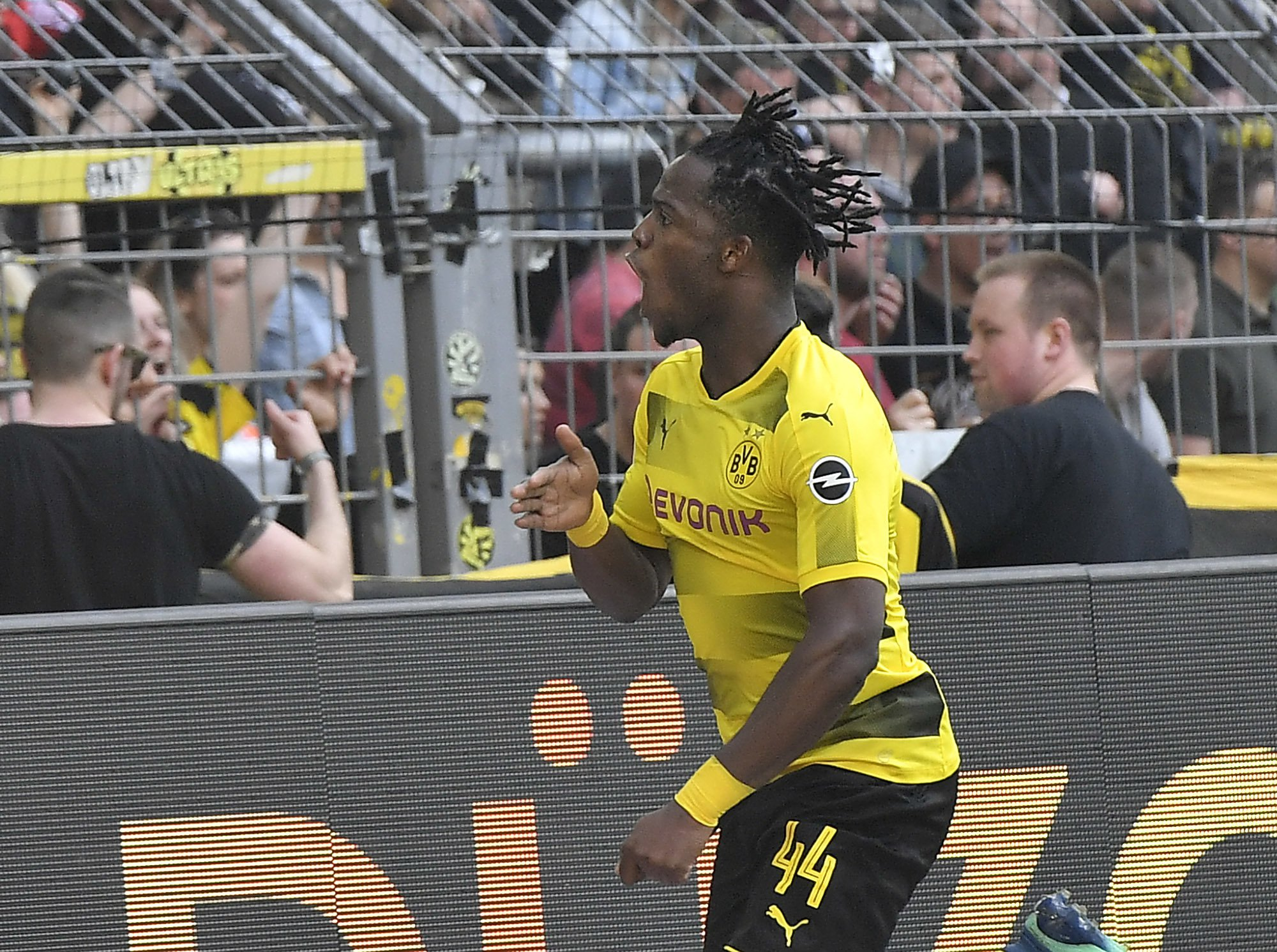 Chelsea loanee Michy Batshuayi shows off insane skill as he scores again for Dortmund