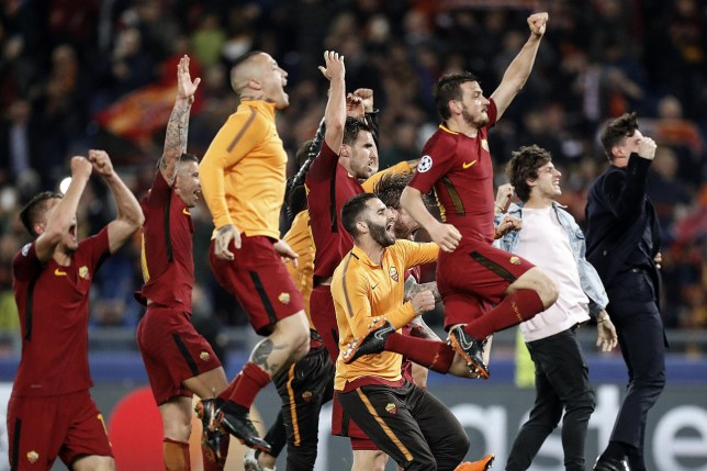 epa06660471 Roma's players celebrate the victory at the end of the UEFA Champions League quarter final second leg match AS Roma vs FC Barcelona at Olimpico stadium in Rome, Italy, 10 April 2018. EPA/RICCARDO ANTIMIANI