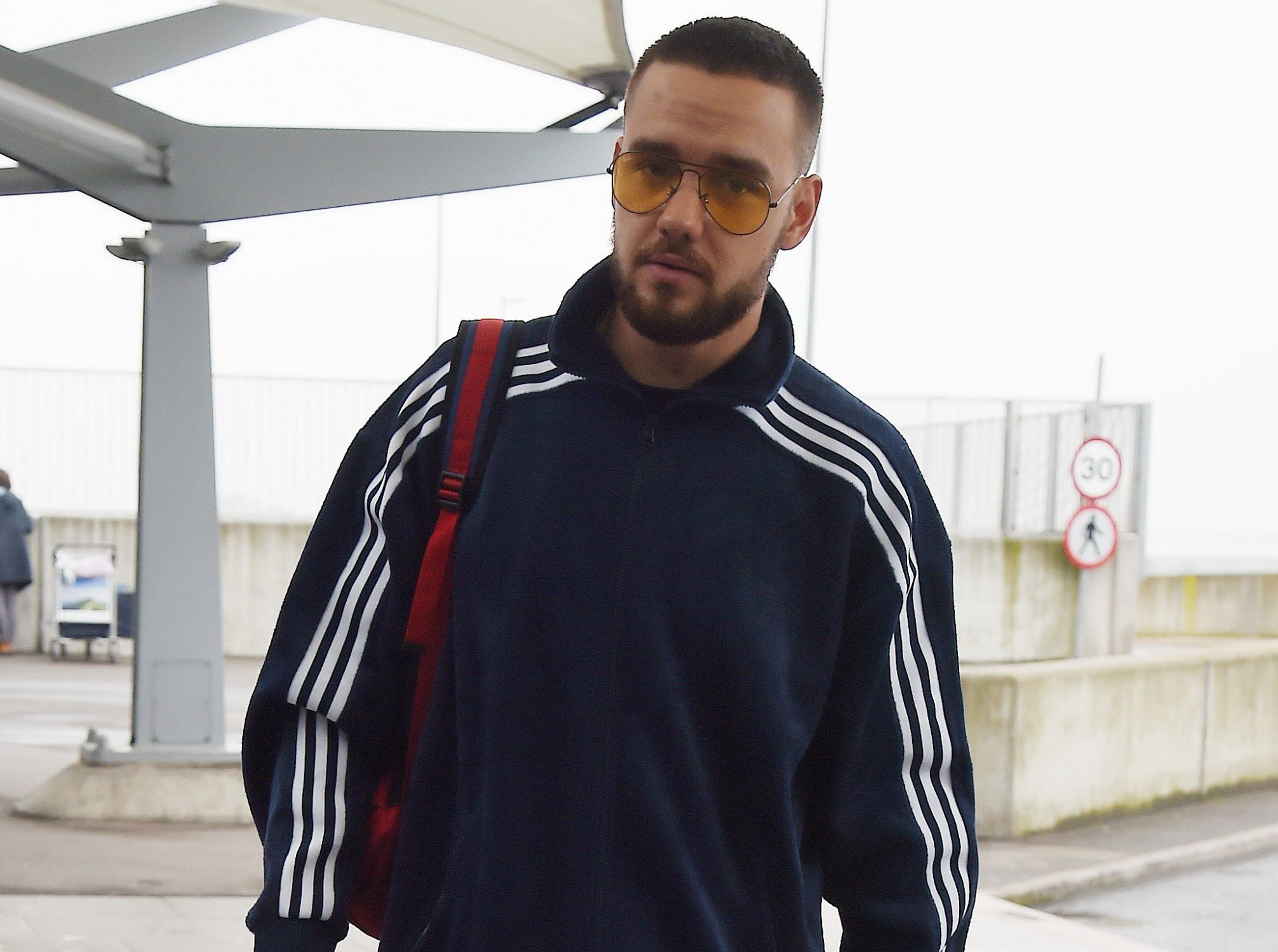 April 11, 2018 Liam Payne seen arriving at Heathrow in London Non Exclusive Worldwide Rights Pictures by : Flynet Pictures ? 2018 Tel : +44 (0)20 3551 5049 Email : info@flynetpictures.co.uk