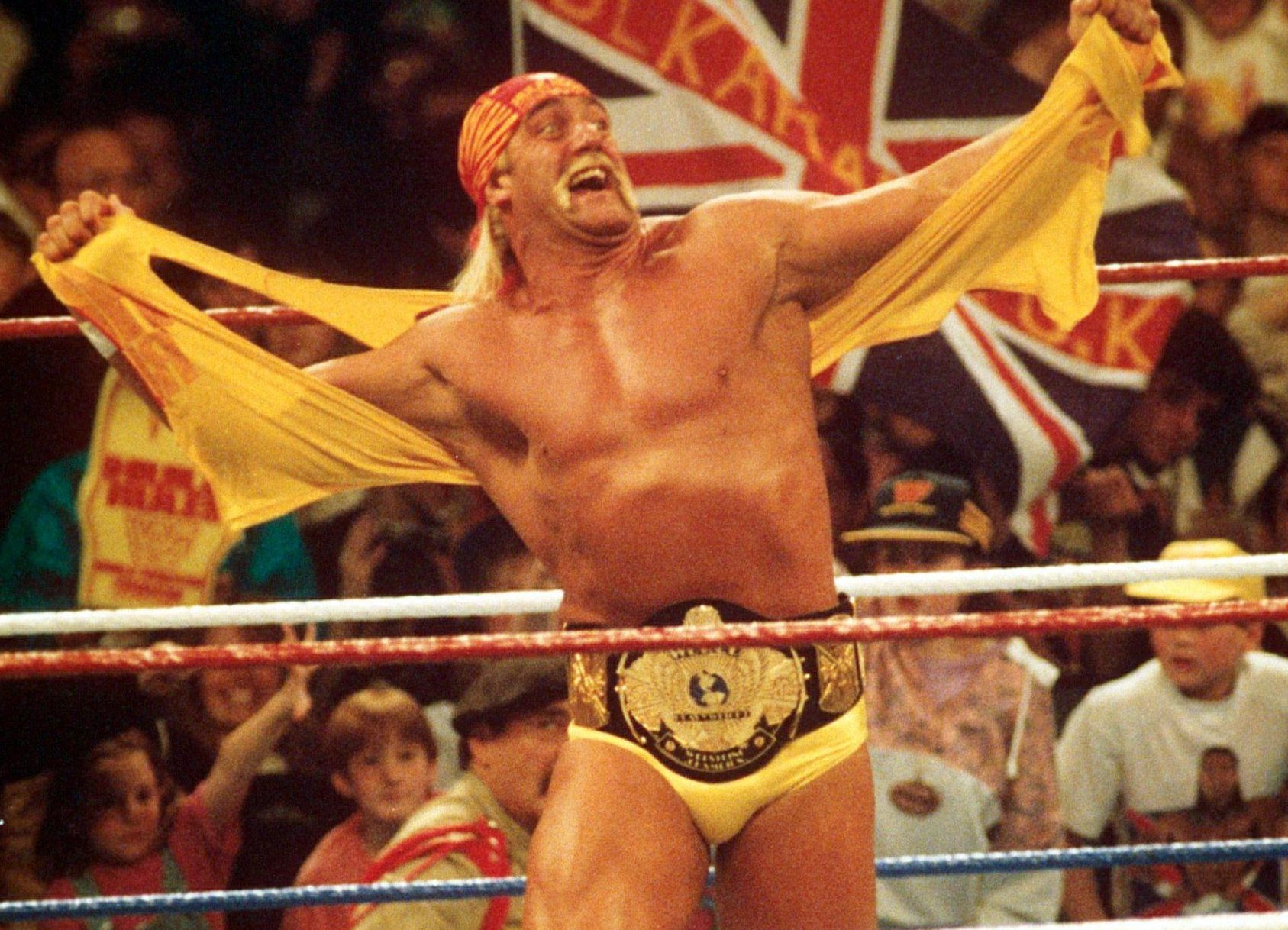 Hulk Hogan 'hugged and cheered' by wrestlers following WWE return at Extreme Rules