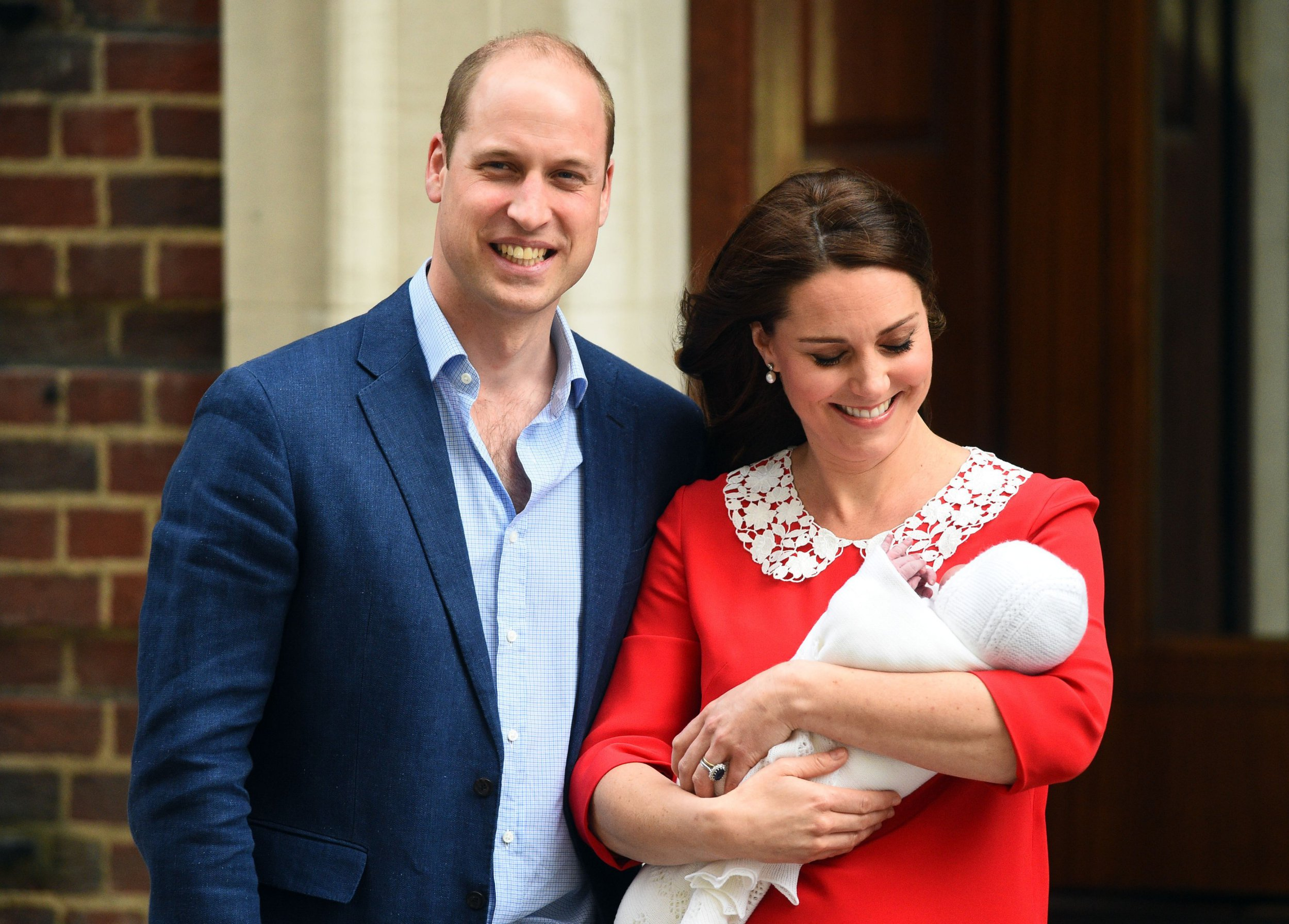 The Duke and Duchess of Cambridge and their newborn son outside the Lindo Wing at St Mary's Hospital in Paddington, London. PRESS ASSOCIATION Photo. Picture date: Monday April 23, 2018. See PA story ROYAL Baby. Photo credit should read: Kirsty O'Connor/PA Wire