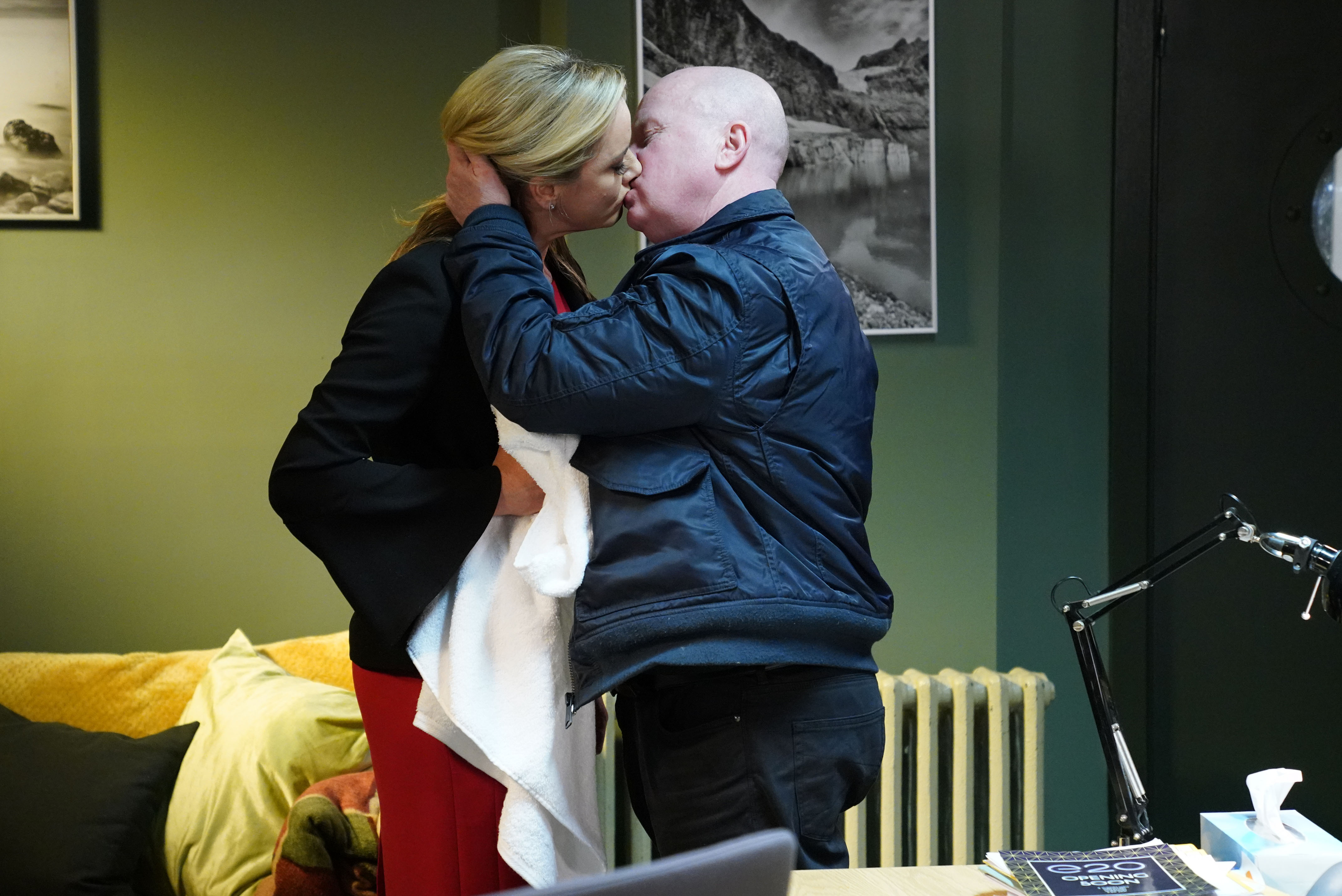 Mel seduces Phil in EastEnders