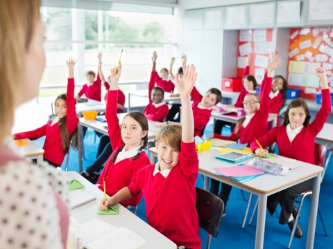 How many grammar schools are there in the UK and how are they different to comprehensive schools?
