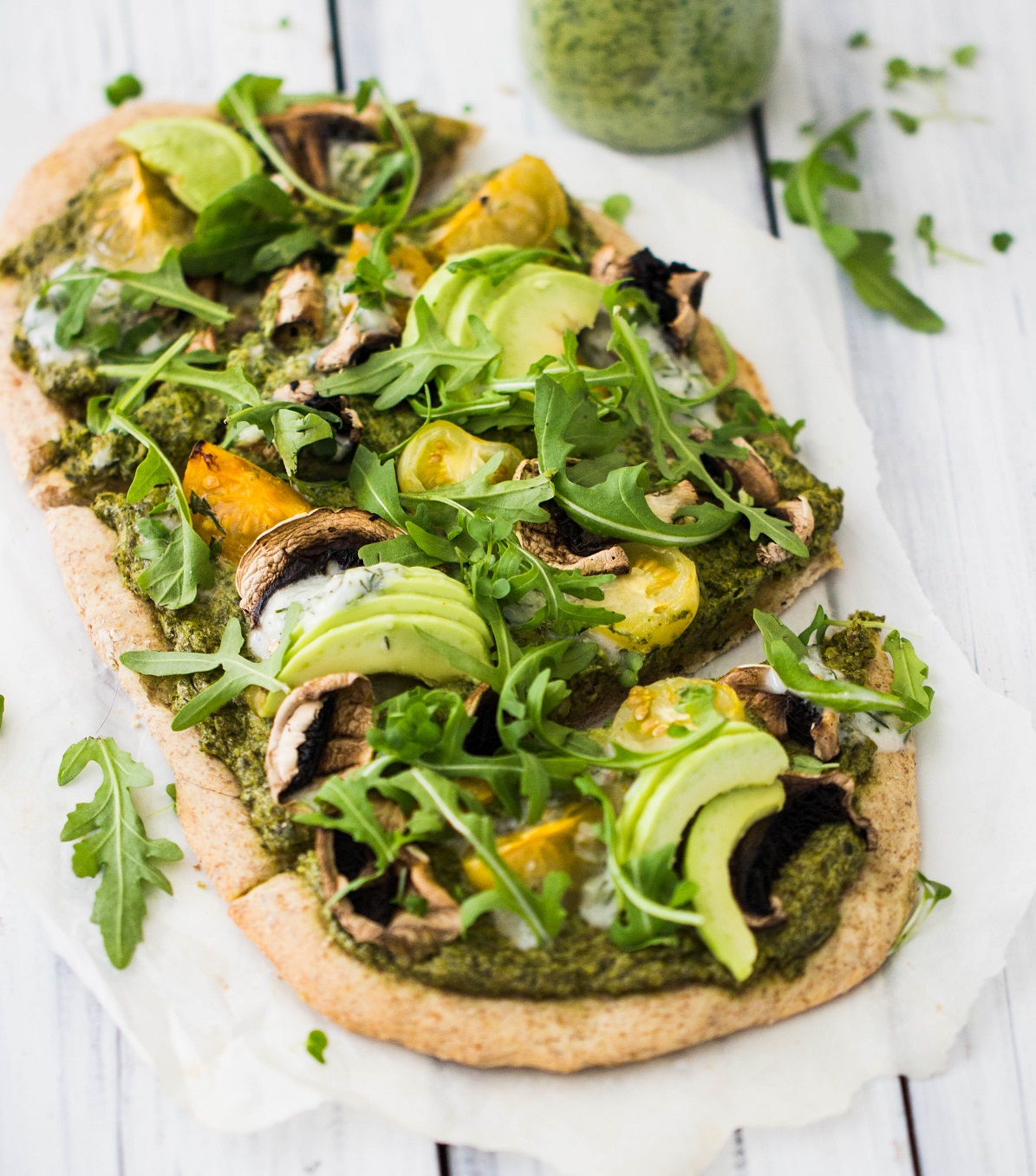 Recipe for the weekend: Rye flatbread pizza with spinach pesto and avocado
