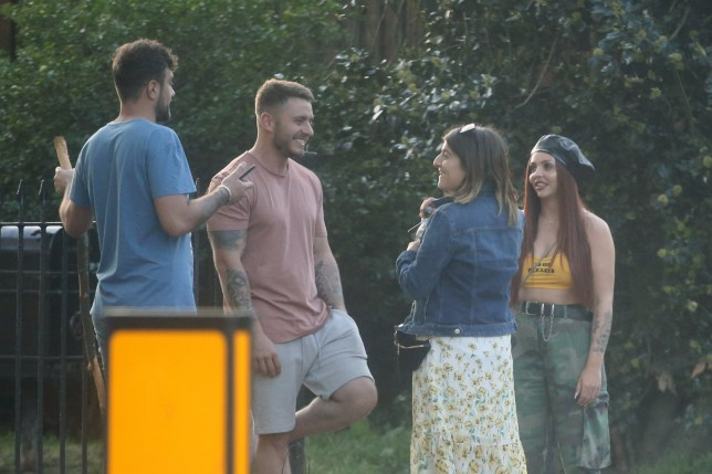 MUST BYLINE: EROTEME.CO.UK Little Mix star Jesy Nelson and her boyfriend Harry James enjoy the sunny weather with a picnic in Primrose Hill with a couple of their friends. EXCLUSIVE May 6, 2018 Job: 180506L1 London, England EROTEME.CO.UK 44 207 431 1598 Ref: 341629