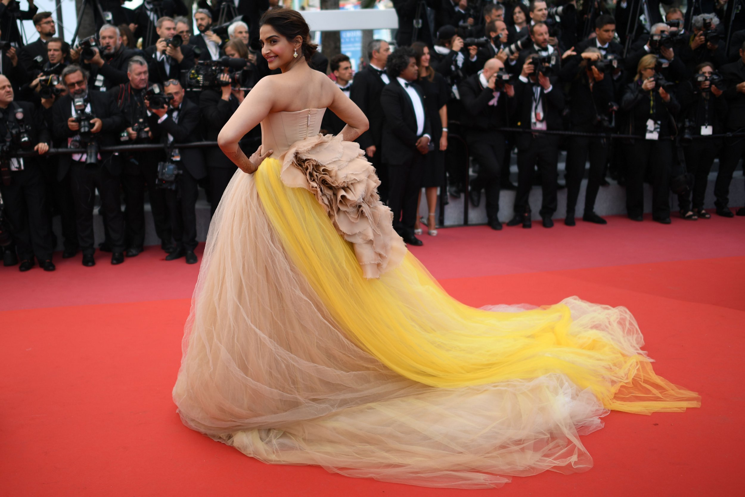 """Indian actress Sonam Kapoor poses as she arrives on May 15, 2018 for the screening of the film """"Solo : A Star Wars Story"""" at the 71st edition of the Cannes Film Festival in Cannes, southern France. / AFP PHOTO / Loic VENANCELOIC VENANCE/AFP/Getty Images"""