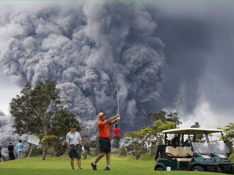 Golfers in Hawaii don't let volcano eruption get in the way of a round