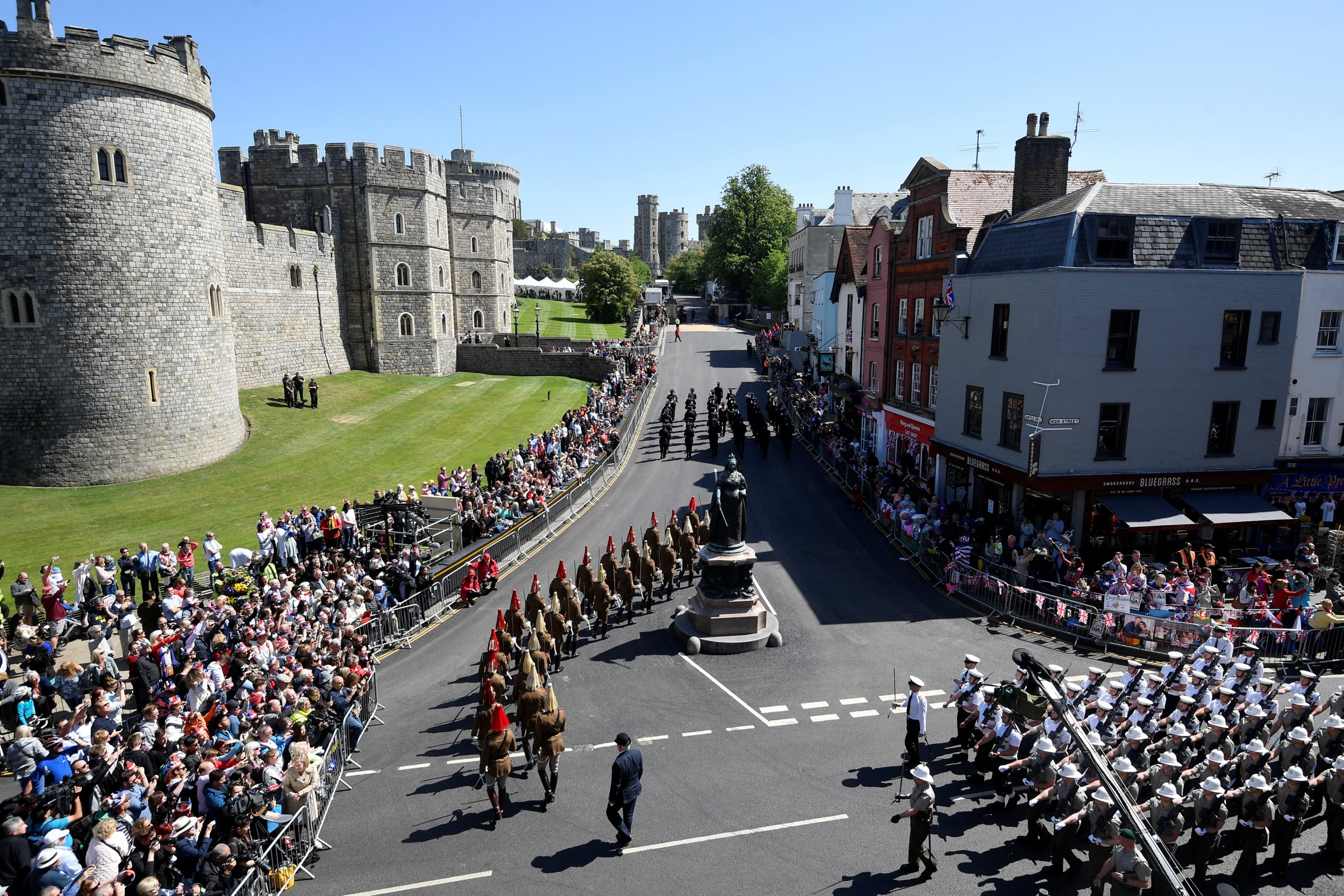 Police officers and members of the public watch as military personnel rehearse their part in the procession, for Britain's Prince Harry and Meghan Markle's wedding, through the streets of Windsor, Britain, May 17, 2018. REUTERS/Toby Melville