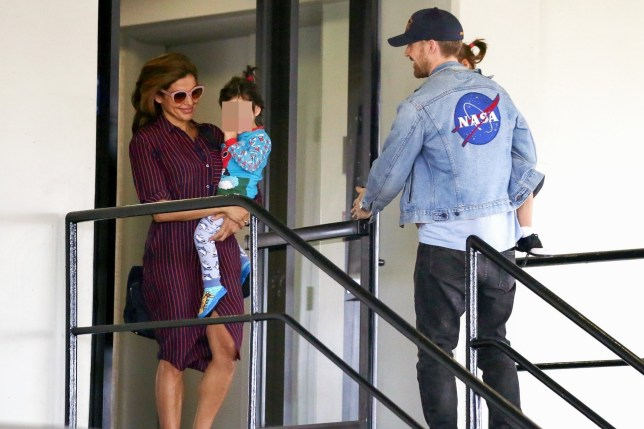 Los Angeles, CA - *EXCLUSIVE* - Eva Mendez and Ryan Gosling seen smiling and giggling while leaving a medical building with their two kids. Pictured: Ryan Gosling, Eva Mendez, Esmerelda Amada Gosling, Amada Lee Gosling BACKGRID USA 17 MAY 2018 USA: +1 310 798 9111 / usasales@backgrid.com UK: +44 208 344 2007 / uksales@backgrid.com *UK Clients - Pictures Containing Children Please Pixelate Face Prior To Publication*