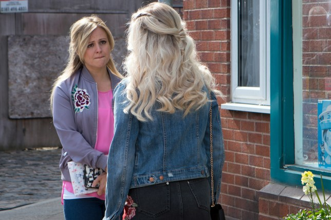 Sarah confides in Bethany in Coronation Street