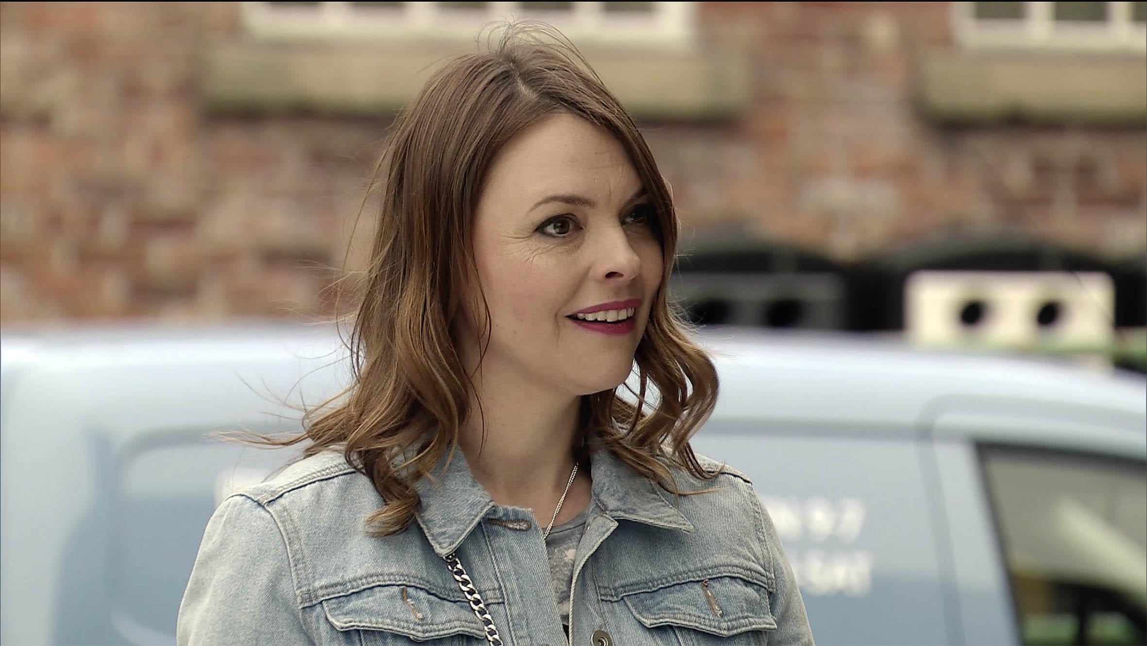 Tracy has big news in Coronation Street