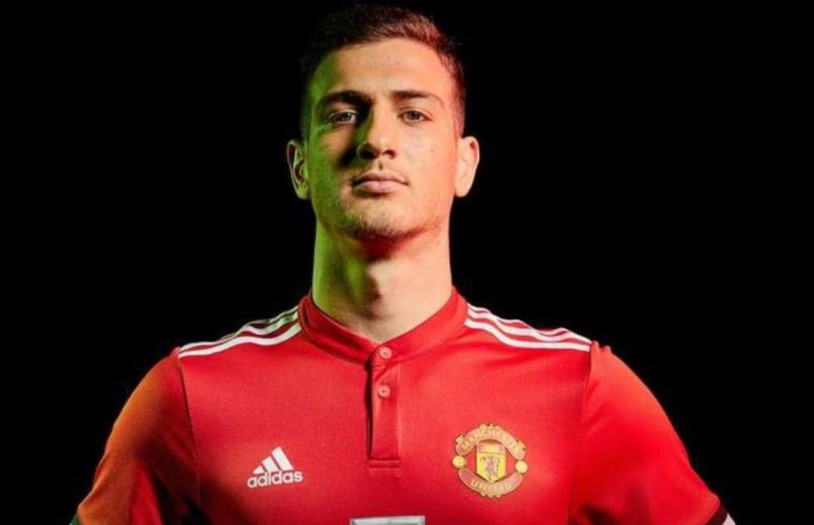 Official: Manchester United sign Diogo Dalot from Porto