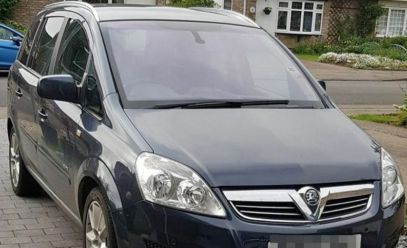 Woman told there is 'nothing police can do' after stranger parks on her driveway