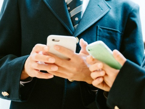 Most parents think smartphones should be banned in school