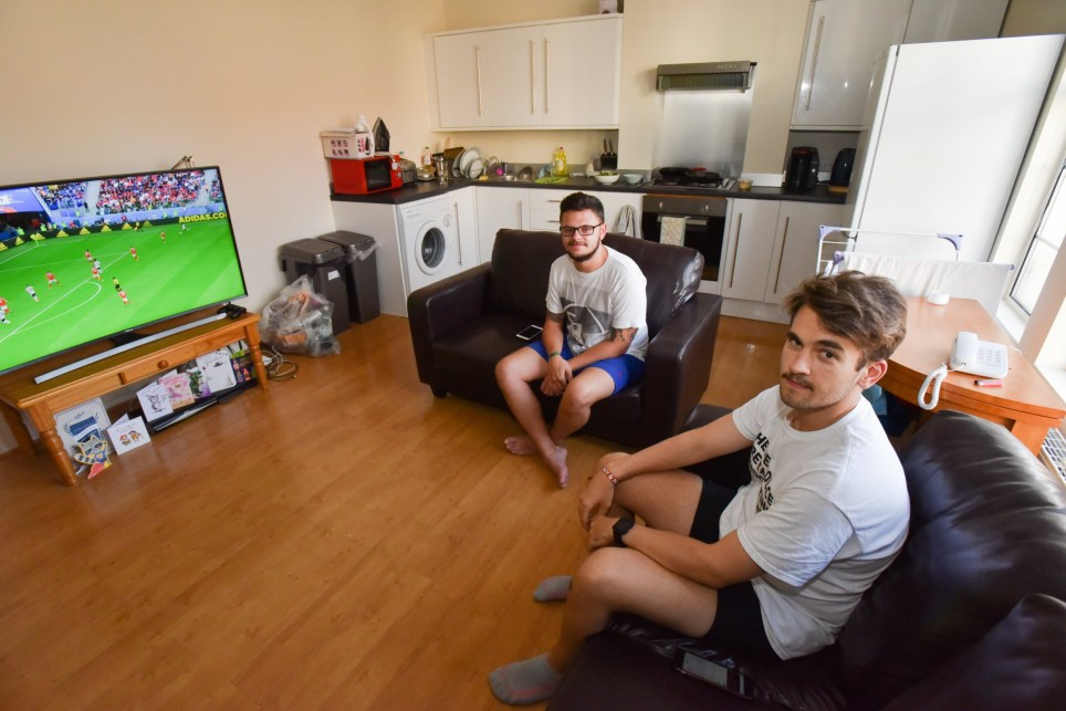"What I rent Paul & Mike Tooting ""Hi Alex Pictures of the guys renting the flat. Mike is the one with glasses. Paul is the other one. Hope these are OK for you. Matthew"