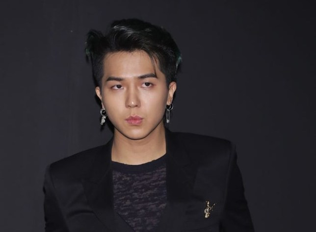 WINNER's Mino unfollows all on Insta after following account