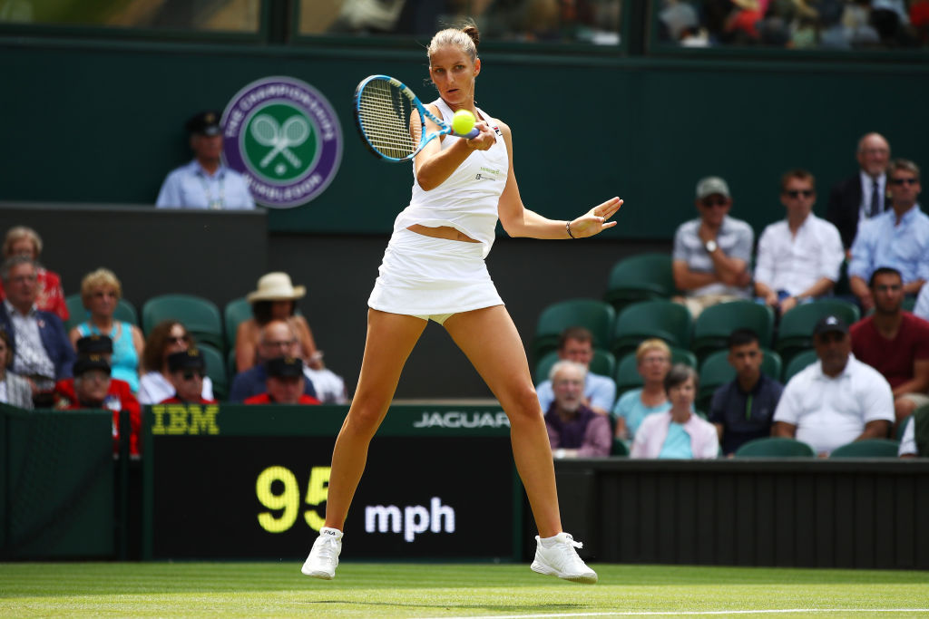 Karolina Pliskova wins battle of former world No. 1s to break Wimbledon curse