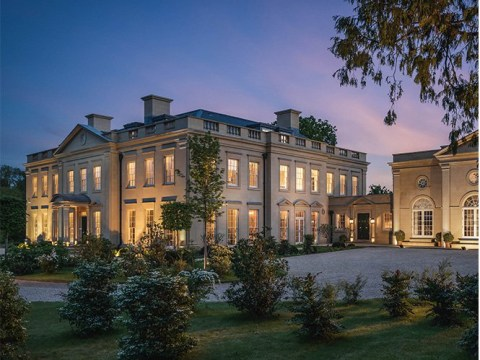 Have a bouji staycation by renting this manor house with 32 of your mates