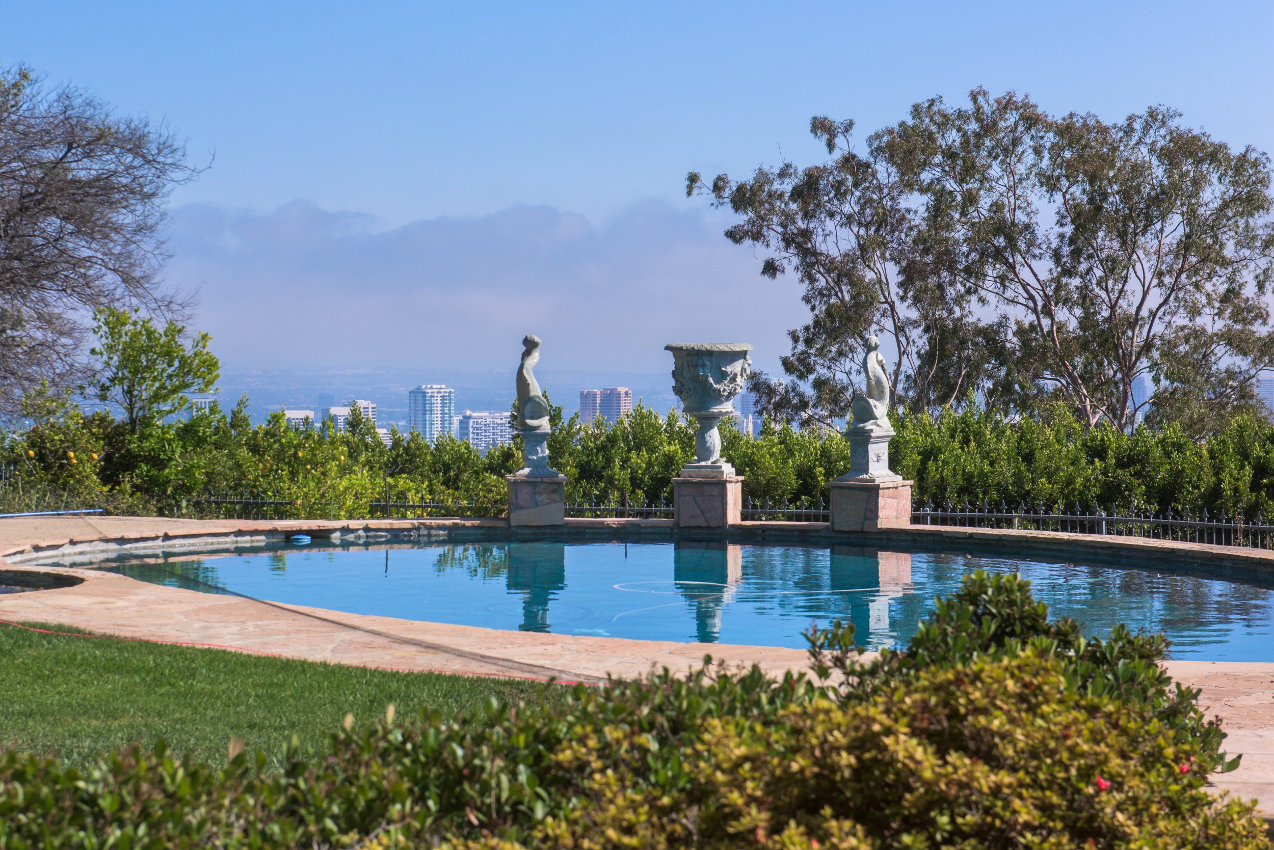 For the first time in 21 years, a Beverly Hills estate formerly owned by Elizabeth Taylor hit the market Tuesday with a price tag worthy of the glamour-loving actress: $15.9 million