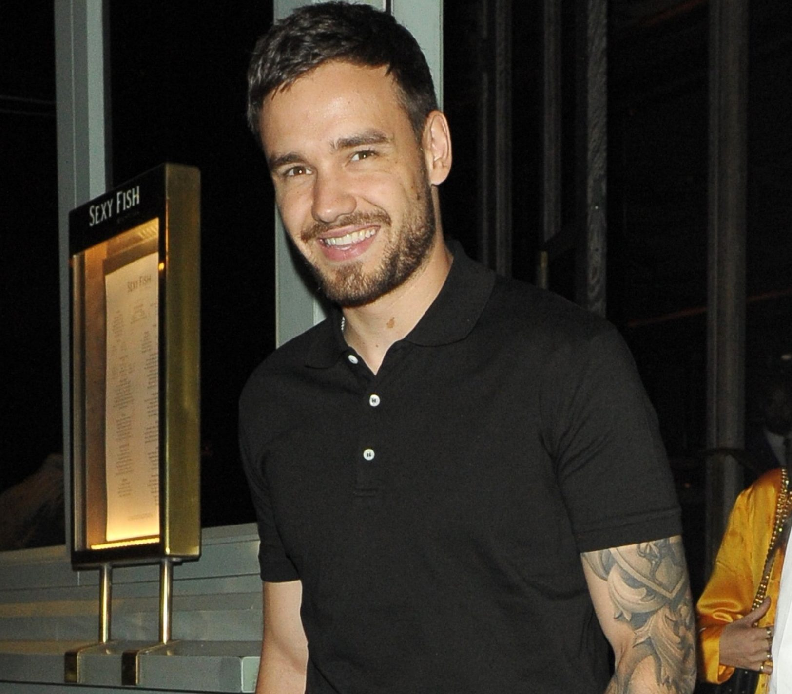 BGUK_1293791 - London, UNITED KINGDOM - Liam Payne sporting a beard was in good humour enjoying the company of three female friends at Sexy Fish restaurant in Mayfair, London. The former One Direction band member showed numerous tattoos on his arms wearing a short sleeved black polo shirt, he was also wearing trousers and black trainers. Pictured: Liam Payne BACKGRID UK 19 JULY 2018 UK: +44 208 344 2007 / uksales@backgrid.com USA: +1 310 798 9111 / usasales@backgrid.com *UK Clients - Pictures Containing Children Please Pixelate Face Prior To Publication*
